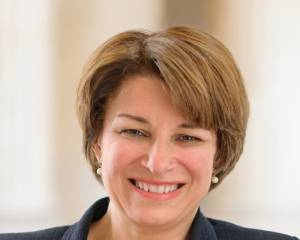 Amy_Klobuchar,_official_portrait,_113th_Congress_(cropped)_sized